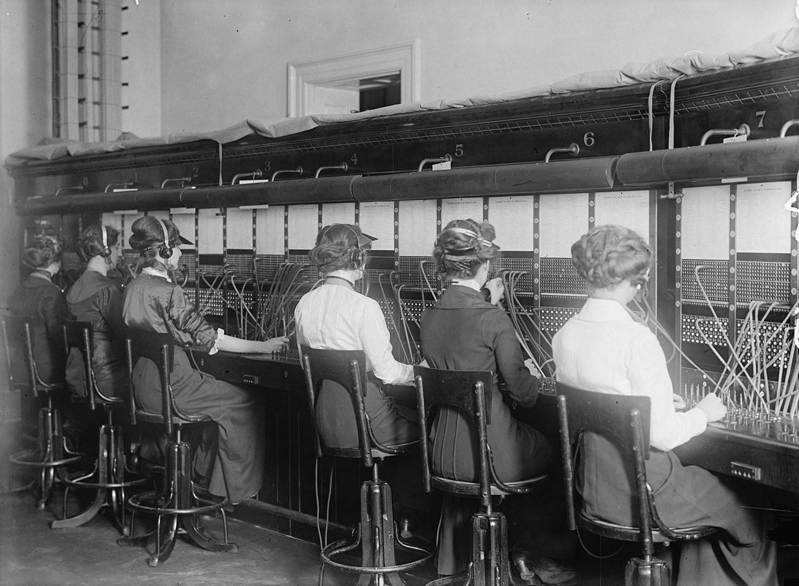 Switchboard operators during the Spanish flu pandemic